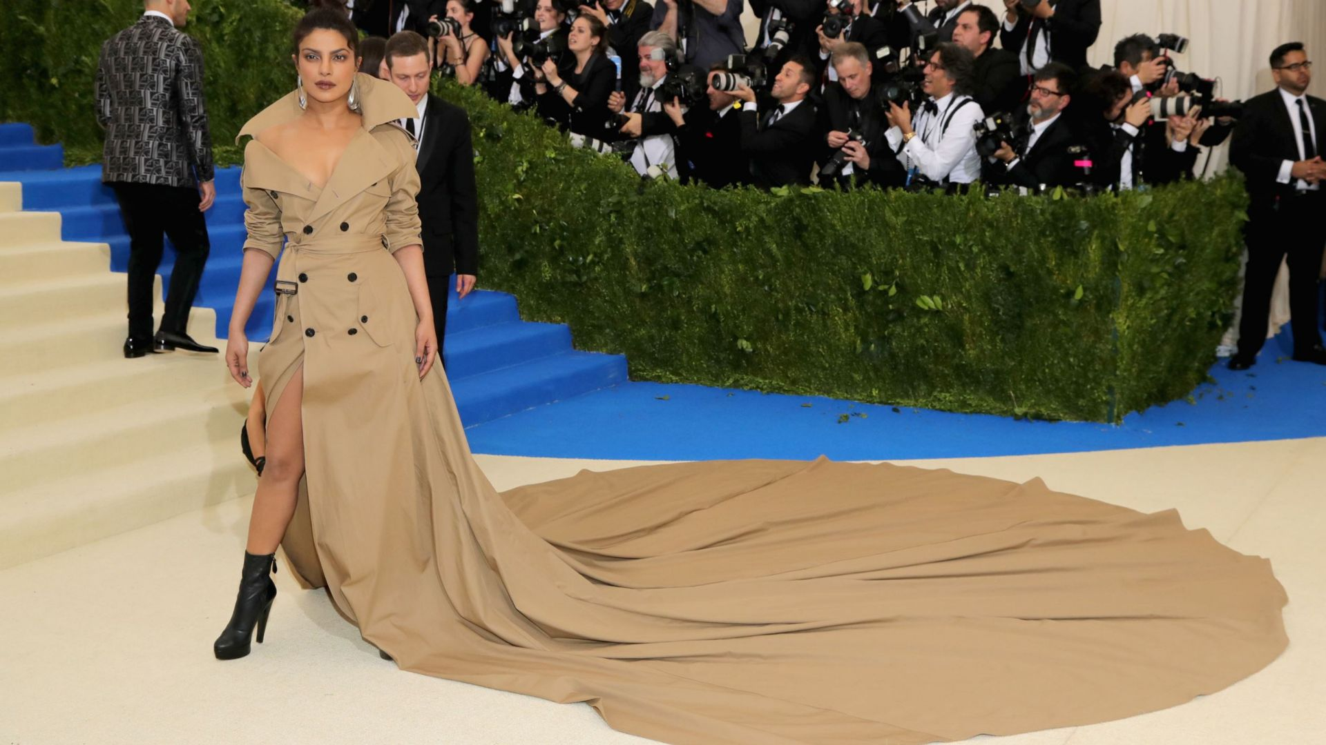 Приянка Чопра, Met Gala 2017, платье, красная дорожка, Priyanka Chopra, Met Gala 2017, dress, red carpet (horizontal)