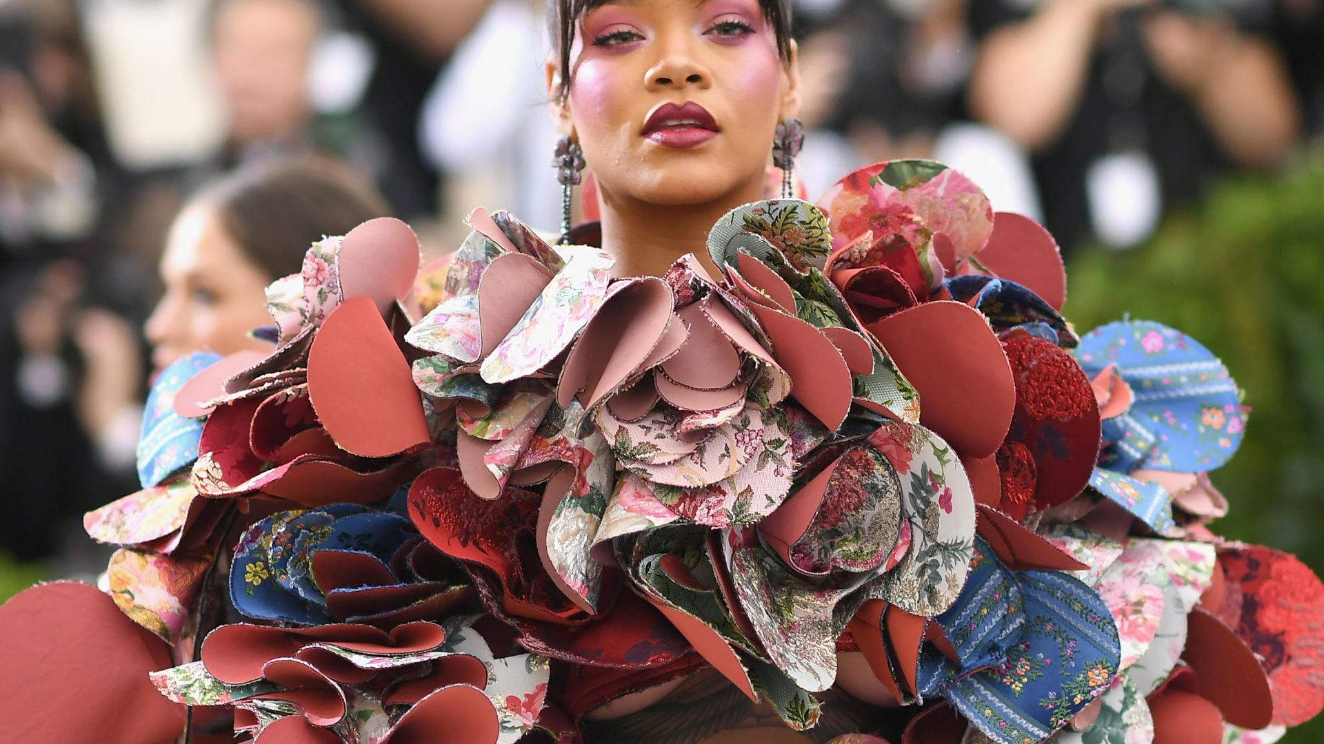 Рианна, Met Gala 2017, платье, красная дорожка, Rihanna, Met Gala 2017, dress, red carpet (horizontal)
