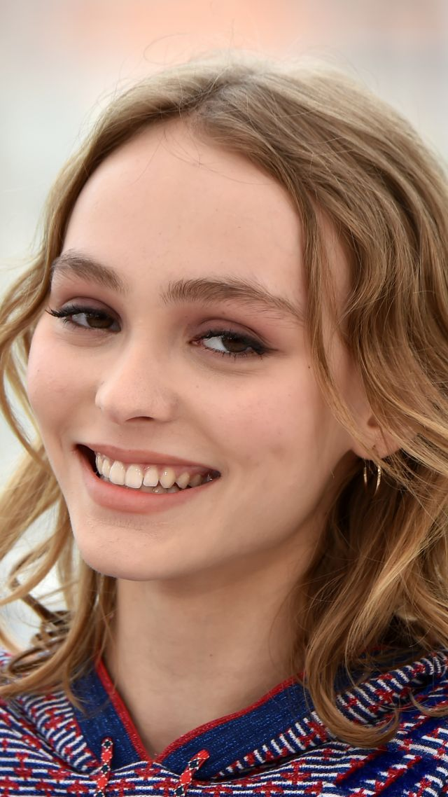 Лили-Роуз Депп, улыбка, Каннский кинофестиваль 2016, Lily-Rose Depp, smile, Cannes Film Festival 2016 (vertical)