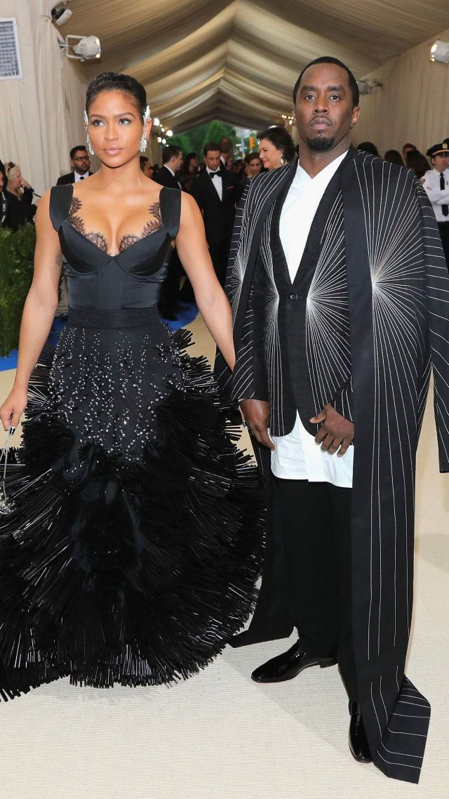 Пи Дидди, Met Gala 2017, костюм, красная дорожка, P Diddy, Met Gala 2017, dress, red carpet (vertical)