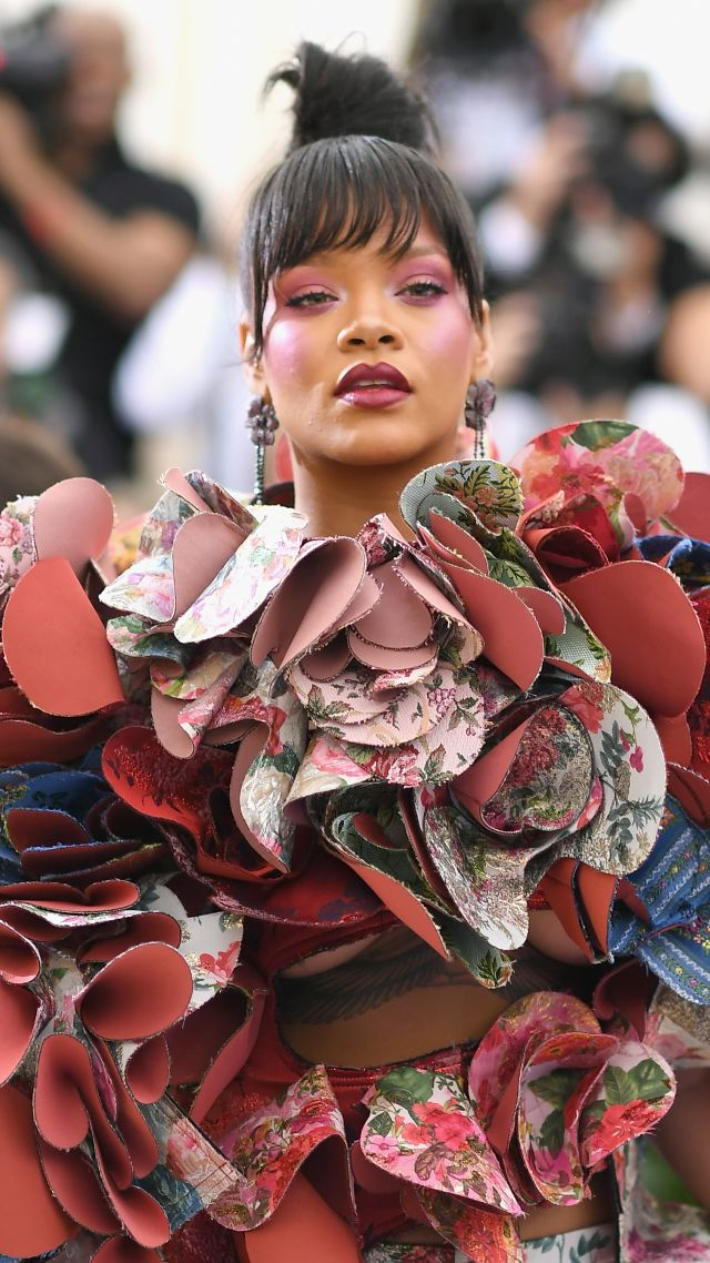 Рианна, Met Gala 2017, платье, красная дорожка, Rihanna, Met Gala 2017, dress, red carpet (vertical)